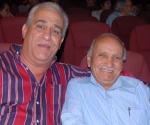 """Edmundo Bastidas, hermano del mártir, junto a Guillermo Díaz, realizador del documental """"Carlos Bastidas: elegía a un Rebelde soñador..."""""""