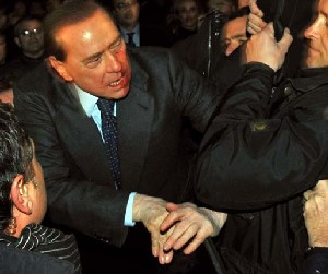 Agresión a Berlusconi: Si la política no deja otra alternativa que la violencia
