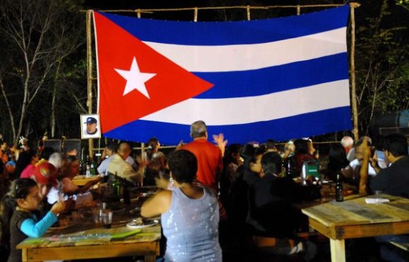 Cena colectiva en la que los cenagueros rememoraron aquel 24 de Diciembre de 1959 junto a Fidel, en el poblado de Soplillar en la Ciénaga de Zapata, provincia de Matanzas, el 24 de diciembre de 2009 AIN FOTO/Marisol RUIZ SOTO