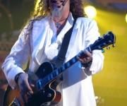 El compositor y cantante Edesio Alejandro, actua durante la primera Gala de Premiaciones Lucas 2009