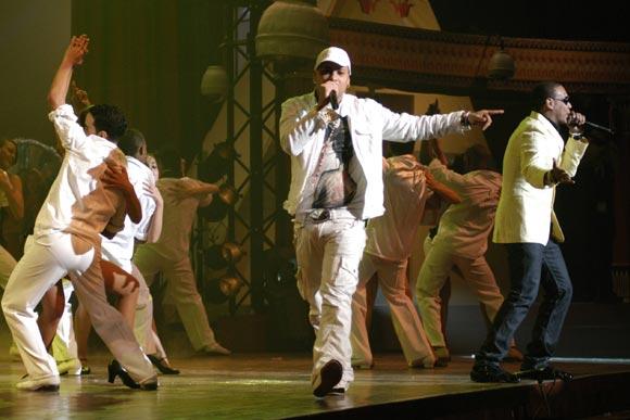 Actuacion del grupo Gente de Zona durante la primera Gala de Premiaciones Lucas 2009