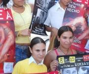Estudiantes ganadores del concurso sobre prevención, con motivo Día Mundial de Lucha contra el VIH/SIDA, en Las Tunas