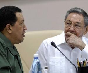 El General de Ejercito Raúl Castro Ruz (D), presidente de los Consejos de Estado y de Ministros de Cuba, y Hugo Chávez Frías (I), presidente de la República Bolivariana de Venezuela, durante la clausura de la X Sesión de la Comisión Intergubernamental Cuba- Venezuela, en el Palacio de las Convenciones, en Ciudad de la Habana, el 12 de diciembre de 2009. AIN FOTO/ Marcelino VAZQUEZ HERNANDEZ/