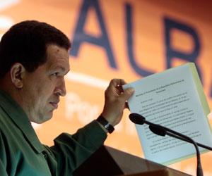 Hugo Chávez lee carta de Fidel Castro en Cumbre del ALBA