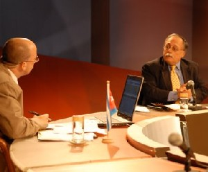 Randy Alonso y José Pertierra (Mesa Redonda 23 de diciembre 2009)