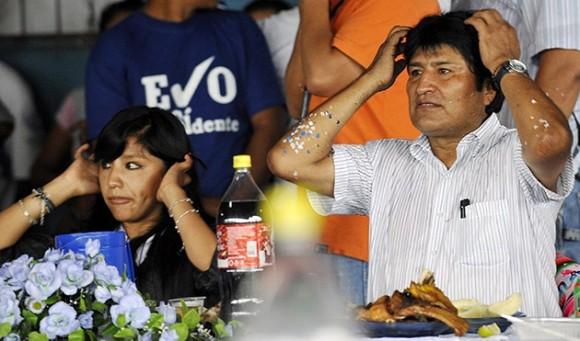 Con su hija Evaliz. Reelección de Evo Morales como Presidente de Bolivia, 6 de diciembre de 2009. Foto: AFP