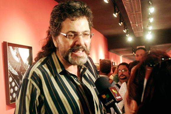 Abel Prieto (izq.), Ministro de Cultura de Cuba, otorga palabras a la prensa durante la inauguracion de la exposición Tina Modotti en el Pabellón Cuba, en La Habana, Cuba, 4 de diciembre de 2009. AIN FOTO/Abel ERNESTO