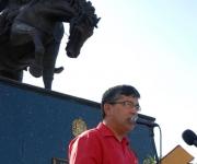 Ronald Blanco la Cruz , embajador de la República Bolivariana de Venezuela en Cuba interviene en el acto durante el cual se colocó una ofrenda floral ante el monumento del Libertador Simón Bolívar en la Avenida de los Presidentes, en La Habana