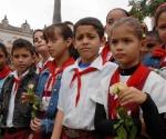 Pioneros en la peregrinación por el aniversario 168 del natalicio de Ignacio Agramonte, en Camagüey, Cuba, el 23 de diciembre del 2009. AIN. FOTO: Rodolfo BLANCO CUE/are