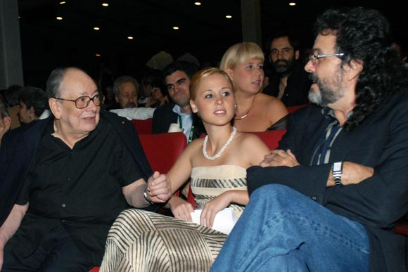Alfredo Guevara, presidente del festival, conversa con Abel Prieto, ministro de Cultura, en la  inauguración del Festival del Nuevo Cine Latinoamericano