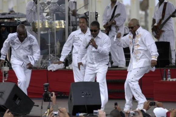 La famosa banda estadounidense Kool & the Gang, durante el concierto realizado en la Tribuna Antiimperialista José Martí, en La Habana, Cuba, 20 de diciembre de 2009. AIN FOTO/Sergio Abel REYES