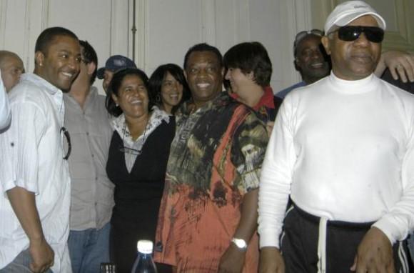 Conferencia de prensa de la banda musical estadounidense Kool and the Gang, en el Museo de Bellas Artes, en La Habana, horas antes del concierto que ofrecerán en la Tribuna Antiimperialista José Martí, el 20 de diciembre de 2009. AIN FOTO/Sergio Abel REYES