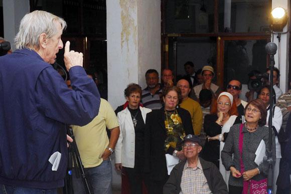 """Intervención de Enrique Pineda Barnet, director del filme cubano """"La Bella del Alhambra"""", durante el encuentro homenaje por el XX aniversario de la cinta, realizado el 29 de diciembre de 2009 en el Centro Cultural """"Fresa y Chocolate"""", del Instituto Cubano del Arte e Industria Cinematográfico de Cuba, en La Habana AIN FOTO/Oriol de la Cruz Atencio"""