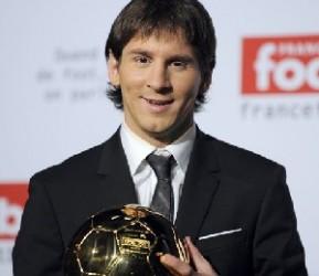 Lionel Messi con el Balón de oro.