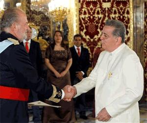 Embajador Isaías Rodríguez vestido de Liqui liqui, traje típico venezolano