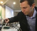Científicos italianos logran que el cerebro controle mano biónica.