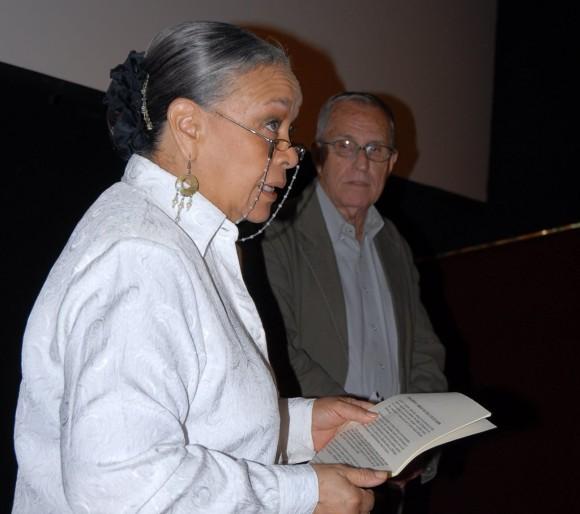 Antes del estreno del documental hablaron Juan Marrero (a la derecha) y Marigloria Cornejo.