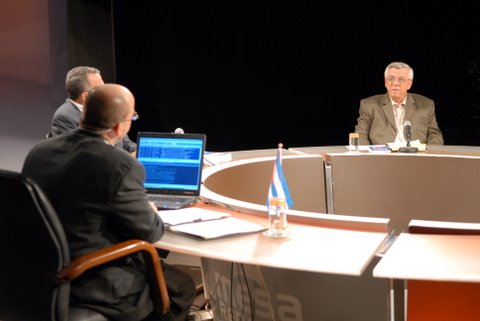 De frente, el Doctor Elis Alberto González Polanco, de la Unidad Central de Colaboración Médica del Ministerio de Salud Pública.