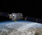 En esta imagen artística distribuida por la NASA se ve el observatorio orbital de carbono que se precipitó en el océano cerca de la Antártida en febrero del 2009. Si las naciones acceden alguna vez a controlar las emisiones de gases contaminantes, los expertos dicen que se podría confirmar si cumplen con sus promesas por medio de controles en el espacio real y el ciberespacio (AP Foto/NASA)