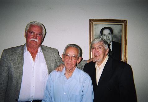 Reynol Rodríguez, Héctor Fabián y Luis Posada Carriles, Miami 2009. Rodríguez es uno de los máximos dirigentes del Frente de Liberación Nacional de Cuba. Fabián es dirigente de Acción Cubana, organización dirigida por Orlando Bosch y Luis Posada Carriles, compinche de Bosch.