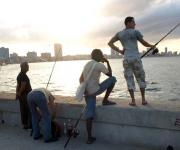 Pescando en el Malecón Foto: 10K