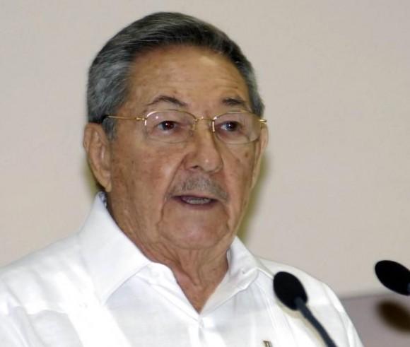 ntervencion deEl General de Ejercito Raúl Castro Ruz, presidente de los Consejos de Estado y de Ministros de Cuba, y, durante la clausura de la X Sesión de la Comisión Intergubernamental Cuba- Venezuela, en el Palacio de las Convenciones, en Ciudad de la Habana, el 12 de diciembre de 2009. AIN FOTO/ Marcelino VAZQUEZ HERNANDEZ