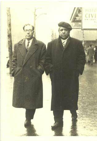 Ángel Augier y Nicolás Guillén, en París (1955)