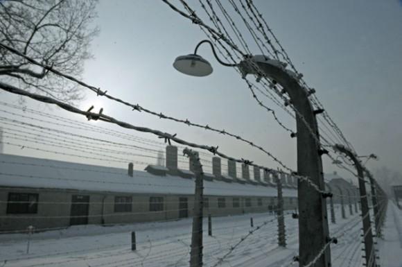 Ex campo de concentración nazi de Auschwitz-Birkenau es visto el 27 de enero de 2010, horas antes de la ceremonia solemne para conmemorar el 65 aniversario de la célebre campo de exterminio nazi liberationby el Ejército Rojo. AFP PHOTO / JANEK SKARZYNSKI