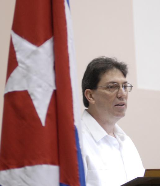 """El Canciller Bruno Rodríguez en el """"Encuentro de Cubanos Residentes en el Exterior contra el bloqueo, en Defensa de la Soberanía nacional"""", en el Palacio de las Convenciones, en Ciudad de La Habana, Cuba, el 27 de enero de 2010. AIN FOTO/ Marcelino VAZQUEZ HERNANDEZ"""