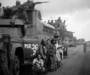Imagen inédita del paso de la Caravana de la Libertad por Ciego de Ávila en las primeras horas de la mañana del 5 de enero de 1959. AIN Foto/Cortesía de Lorenza Gordillo Suárez