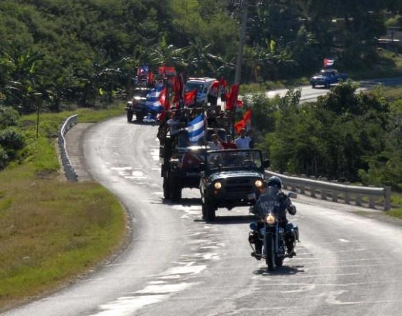 La Caravana de la Victoria partió desde el Palacio de Justicia de Santiago de Cuba rememorando los hechos del 2 de Enero de 1959, integrada por 51caravanistas en representación de los años que cumple la Revolución. 2 de Enero de 2010. AIN FOTO/ Miguel Rubiera