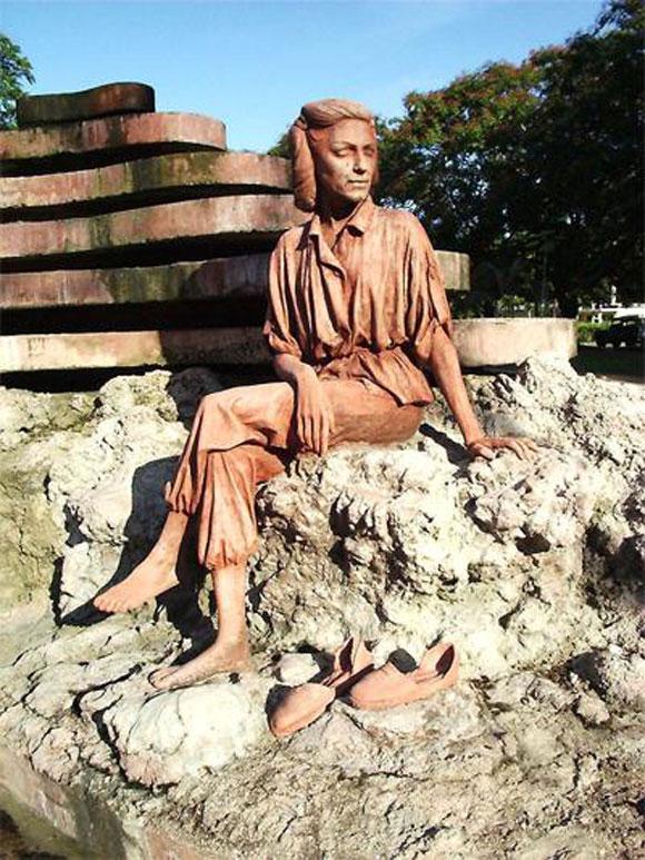 Monumento a Celia Sánchez Manduley en Manzanillo