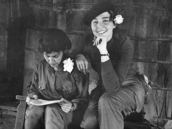 Celia Sánchez y Vilma Espín en la Sierra Maestra.