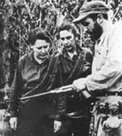 Celia Sánchez Manduley junto a Fidel