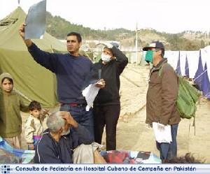 Consulta de pediatría de médicos cubanos en Pakistán.