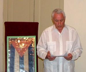Enrique Houston Touceda al entregar la Bandera cubana que ondeó en Cardenas en 1850