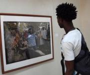 """Exposición fotográfica """"Fiesta de Saint Ives: mas allá de las montañas"""" del fotorreportero norteamericano Tony Savino. Foto: Miguel (AIN)"""