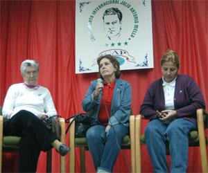 Familiares de Los Cinco se reunen con integrantes de la Brigada Cruz del Sur