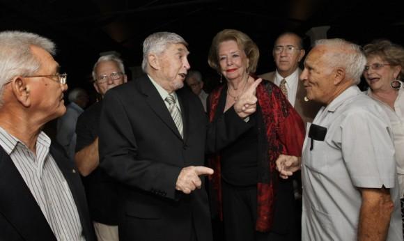 Luis Posada Carriles, libre en Miami, asiste a una reunión de grupos extremistas el 2 de mayo de 2008. (Foto: Donna E. Natale Planas  /  Herald)