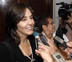 Declaraciones a la prensa de la Dra .y Ms. C. Mariela Castro Espin, directora del Centro Nacional de Educación Sexual en Cuba (CENESEX), en ocasión del 5 Congreso Cubano de Educación, Orientación y terapia Sexual, que se desarrolla en el Palacio de las Convenciones, en Ciudad de La Habana, el 19 de enero de 2010. AIN FOTO/ Marcelino VAZQUEZ HERNANDEZ