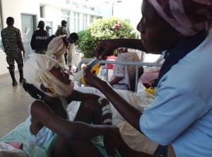 Los niños son asistidos con dedicación por los médicos cubanos. Haití. Hospital universitario La Paz ( Delma 33). AIN Foto: Juvenal BALAN /Periódico Granma /Enviado Especial
