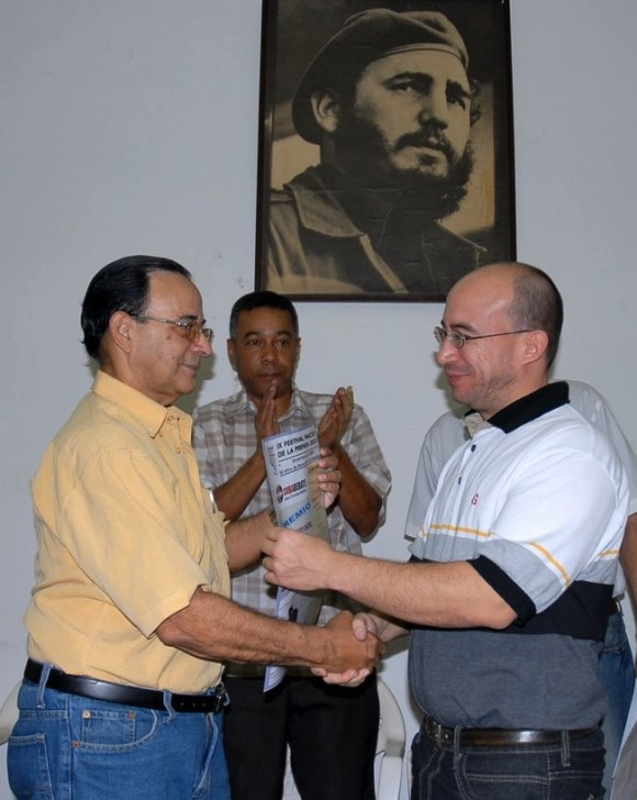 randy-alonso-recibe-premio-cubadebate