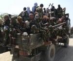 Miembros del grupo islamista de línea dura Shabaab, desfilan el primero de enero por las calles de Mogadiscio, capital de Somalia. Voceros de esta organización dijeron el viernes que están listos para enviar refuerzos a Al Qaeda en el sur de Yemen. Foto Reuters