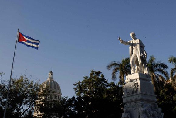 """Aniversario 157 del natalicio del Héroe Nacional """"José Marti"""", en el Parque Central, en Ciudad de La Habana, el 28 de enero de 2010. AIN Foto: Marcelino Vázquez Hernández"""