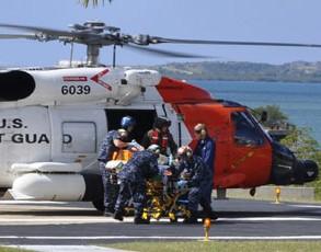 Helicóptero norteamericano asiste a víctimas Haití