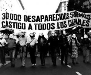 Hijos adoptivos de la directora del Clarín son niños apropiados durante la dictadura en Argentina