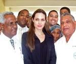 Angelina Jolie visita niños haitianos en hospital de República Dominicana. AFP Foto
