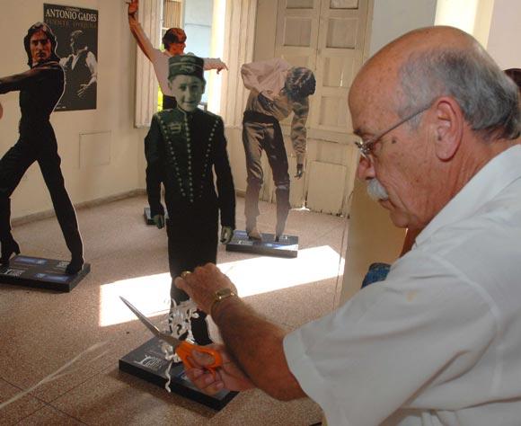 Inauguración de la exposición gráfica de Antonio Gades, 50 años de danza española, en el museo provincial de Historia, de la ciudad de Pinar del Río, el 03 de febrero de 2010. AIN Foto: Abel Padrón Padilla