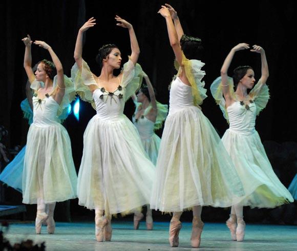 Ballet cubano de Camagüey se estrena en París