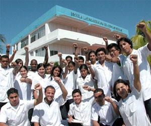 Brigada médica de Amércia Latina. Estudiantes de medicina formados en la ELAM, Cuba. Foto de Archivo
